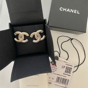NWT 💯 Authentic Chanel CC studs